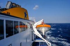 2018 Wrzesień 24th, Syros ferryboat, Grecja Wiatr może być extrem obrazy royalty free