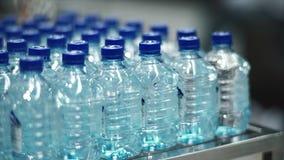 Wsad plastikowe butelki woda zbiory wideo
