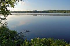 Wschód słońca na pięknym jeziorze obrazy stock