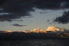 Wschód słońca śnieżne góry Zdjęcia Stock