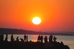 wschód słońca 2 ludzie Obrazy Royalty Free