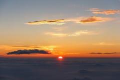 Wschód słońca above chmury i ciepły niebo Zdjęcie Stock