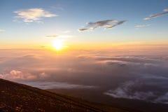 Wschód słońca above chmury i ciepły niebo Obrazy Royalty Free