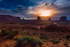 wschód słońca chmurna pomnikowa dolina Zdjęcie Royalty Free
