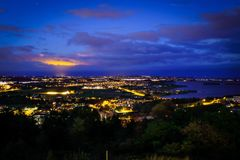 Wschód słońca i światło reflektorów na chmurze Obrazy Stock