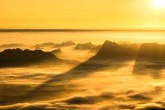 Wschód słońca I mgła Na górze Zdjęcia Royalty Free