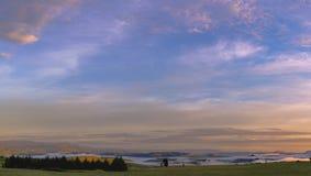 Wschód słońca i niskie chmury Obraz Royalty Free