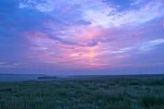 Wschód słońca i obszar trawiasty zdjęcia stock