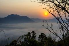 Wschód słońca idylliczny z złota światłem w ranku zdjęcia royalty free
