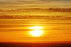 Wschód słońca lub zmierzch Chmurny niebo cloured w czerwieni, pomarańcze, wzrastał, szkarłat, karmazyny, purpury, fiołek i błękit fotografia royalty free