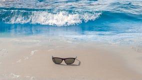 Wschód słońca morza karaibskiego plaży powierzchni lata fala zdjęcia royalty free