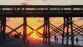 Wschód słońca na Atlantyckim oceanie przy głupoty plaży SC Obraz Royalty Free