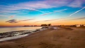 Wschód słońca Na horyzoncie Przy Piaskowatą plażą, Puerto Penasco, Meksyk Zdjęcia Stock