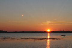 Wschód słońca na jeziorze Obrazy Royalty Free