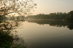 wschód słońca na rzece Obrazy Royalty Free