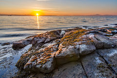 Wschód słońca Na Skalistym brzeg zdjęcie royalty free