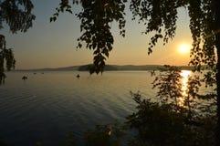 Wschód słońca na Ural rzece zdjęcia royalty free