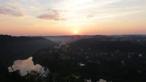 Wschód słońca na Vltava meanderze cesky krumlov republiki czech miasta średniowieczny stary widok zdjęcie wideo
