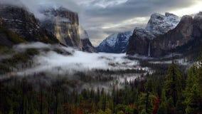 Wschód słońca na Yosemite dolinie, Yosemite park narodowy, Kalifornia obraz royalty free