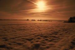 Wschód słońca na zima krajobrazie, śnieżny pole Zdjęcia Royalty Free