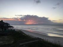 Wschód słońca nad Atlantyckim oceanem z Pólnocna Karolina obraz stock
