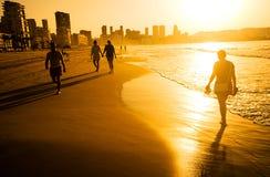 Wschód słońca nad Benidorm plażą, Hiszpania obrazy stock
