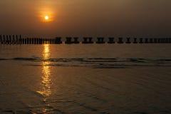 Wschód słońca nad budowy palowaniem fotografia stock