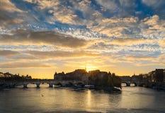 Wschód słońca nad Ile De Los angeles Cytujący i Pont Neuf w środkowym Paryż z wonton rzeką Francja Fotografia Royalty Free