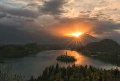Wschód słońca nad jeziorem Krwawiącym, Slovenia Fotografia Stock
