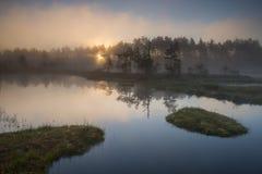wschód słońca nad jezioro Zdjęcie Royalty Free
