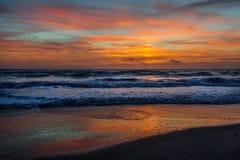Wschód słońca nad kakao plażą fotografia stock