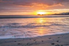 Wschód słońca nad molem w zatoce Fotografia Royalty Free