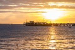 Wschód słońca nad molem w zatoce Obraz Royalty Free