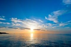 Wschód słońca nad morzem Obraz Royalty Free