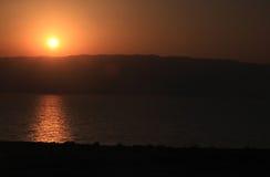 Wschód słońca nad Nieżywym morzem Obraz Stock