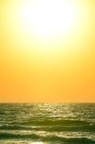 Wschód słońca nad oceanem Zdjęcia Royalty Free