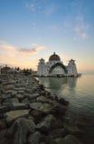 Wschód słońca nad pięknym meczetem Zdjęcia Stock