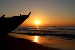 Wschód słońca nad plażą przy Puri w Odisha, India obraz stock