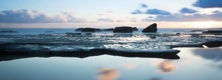 Wschód słońca nad przyglądającym oceanem Zdjęcia Royalty Free