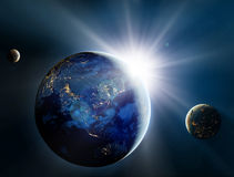 Wschód słońca nad satelitami w przestrzeni i planetą. Fotografia Royalty Free