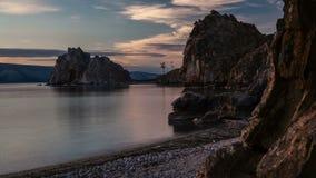 Wschód słońca nad skałą na jeziorze Czasu upływ zdjęcie wideo