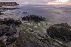Wschód słońca nad skałami dryftowego morza Śródziemnego połowów tuńczyka morski netto obrazy stock