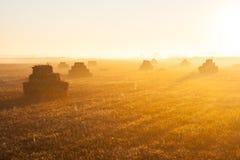 Wschód słońca nad stertami słoma Zdjęcia Royalty Free