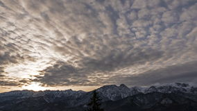 Wschód słońca nad Tatrzańskimi górami zdjęcie wideo