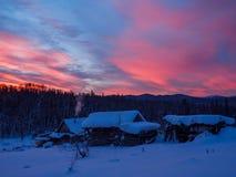 Wschód słońca nad wioską która lokalizuje w lesie Obrazy Royalty Free