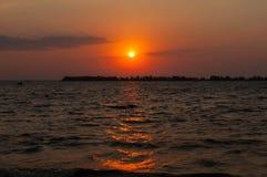 Wschód słońca nad - woda obrazy stock