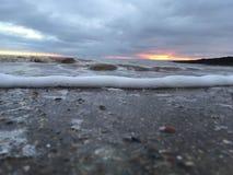 Wschód słońca plażowy Whitby obraz stock
