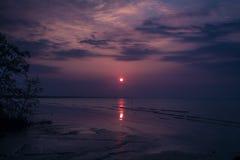 Wschód słońca podczas niskiego przypływu Fotografia Royalty Free