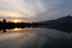 Wschód słońca przy środkiem rzeka Zdjęcie Stock