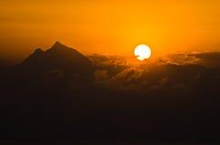 Wschód słońca przy świętym halnym Athos w Chalkidiki obrazy royalty free